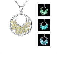 589b01afdb09 El Diseño único de la Media Luna Luna Plateada Collares Collar de  Resplandor en la Oscuridad Luminosa Colgante Collares Joyería .