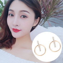 2019 New Creative Geometric Earrings A Three-dimensional Round Line Flashing Diamond Simple Design