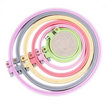 Obręcze do haftu haftowane narzędzie do rozciągania losowy kolor akcesoria do naszycia haftowane kółka do obręczy ramka do haftu tanie i dobre opinie Nowoczesne Dwustronnie haft Cross stitch Plastic