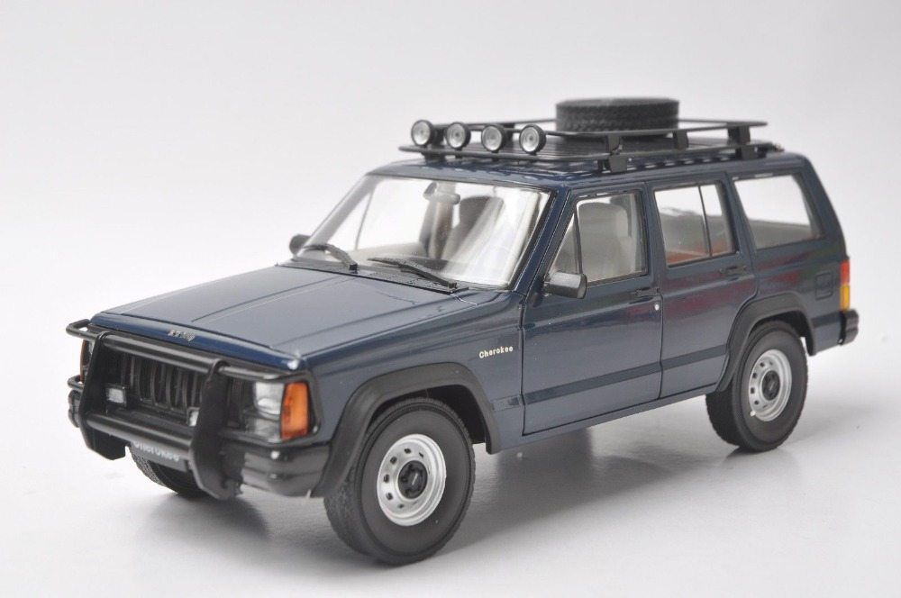 1:18 Diecast Model for Beijing Jeep Cherokee 2500 Blue SUV (with lights) Alloy Toy Car Collection Gifts 1 18 scale jeep wrangler rubicon diecast metal car suv model maisto 31663 blue