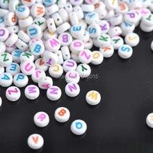 2018 sela quente! miçangas espaçadoras de acrílico, alfabeto branco, letras 7mm 400 peças, redondo, cor mista, ykl0187