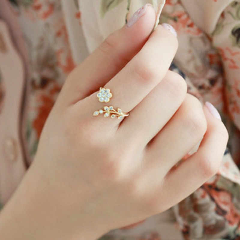 828 Hot New Temperament Rhinestones Twisted Leaves Wishful Flowers Open Ring Index Finger Ring Female Rings For Women Anel