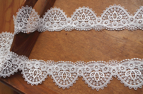 Encaje 6 pulgadas de ancho delicado Vintage Victoriano 1 metro de longitudes blanca o marfil