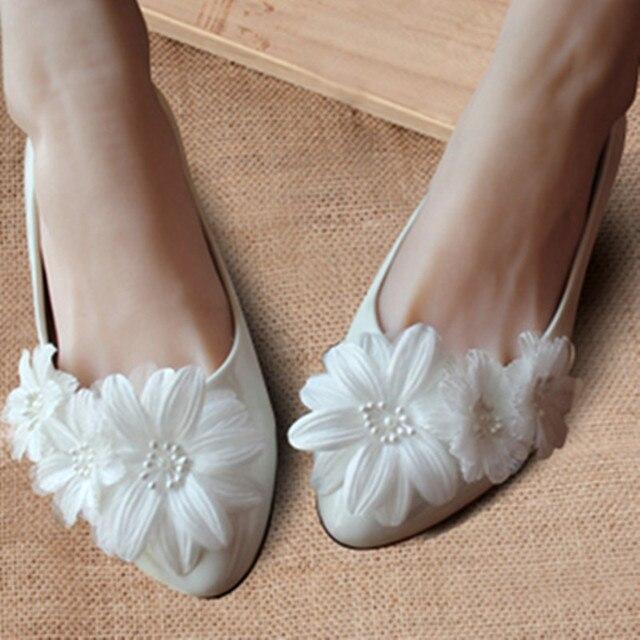 rétro pour toute la famille grand choix de € 35.15 |Livraison gratuite ivoire dentelle blanche fleur chaussures de  mariage des femmes, Demoiselle d'honneur / mariage ballerines, Pleine US ...