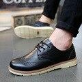 Hombre Zapatos Casuales de Estilo Británico de La Vendimia de Bueyes 2017 Nuevos Mens Classic Pisos Lace Up De Coser Cuero Carve Blanco Marrón Oscuro azul