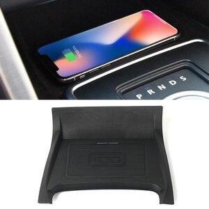Image 1 - 10W car charger QI wireless per Land Rover Discovery Sport 2015 2016 2017 2018 2019 piastra di ricarica supporto del telefono accessori