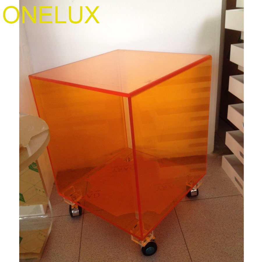Table de Cube acrylique Orange claire sur roues, Tables de thé de Mgazine occasionnelles de côté de roulement de Lucite