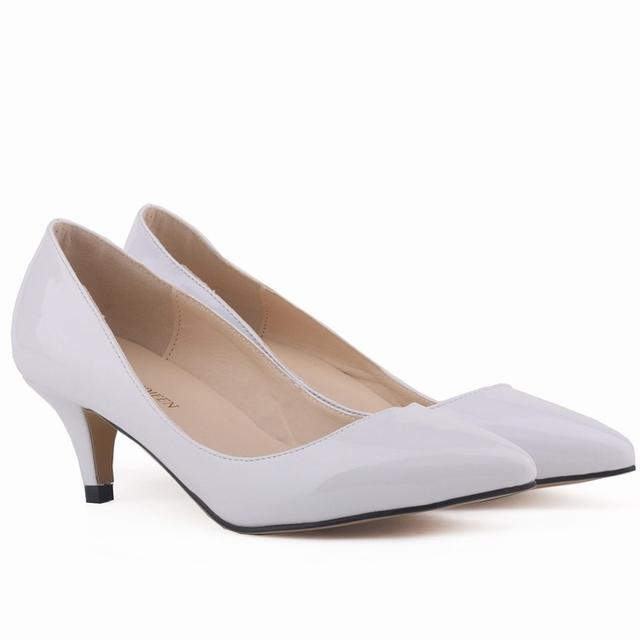 Clássico Sexy Apontou Baixo Gatinho Med Saltos Mulheres Bombas de Sapatos de Design Da Marca Primavera Sapatos de Casamento Bombas de Grande Tamanho 35-42 678-1 PA