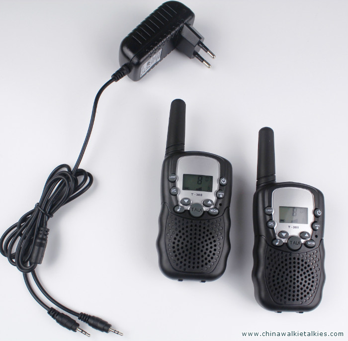 2 stks walkie talkies T388 PMR446 mobiele radio communicator VOX FRS / GMRS talkie radio led zaklamp + EU of US charger plug