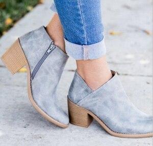 Image 2 - 2020 שיק קיץ נשים נעלי רטרו גבוהה העקב קרסול בלוק אמצע עקבים מקרית Botas Mujer נעלי Feminina בתוספת גודל 43
