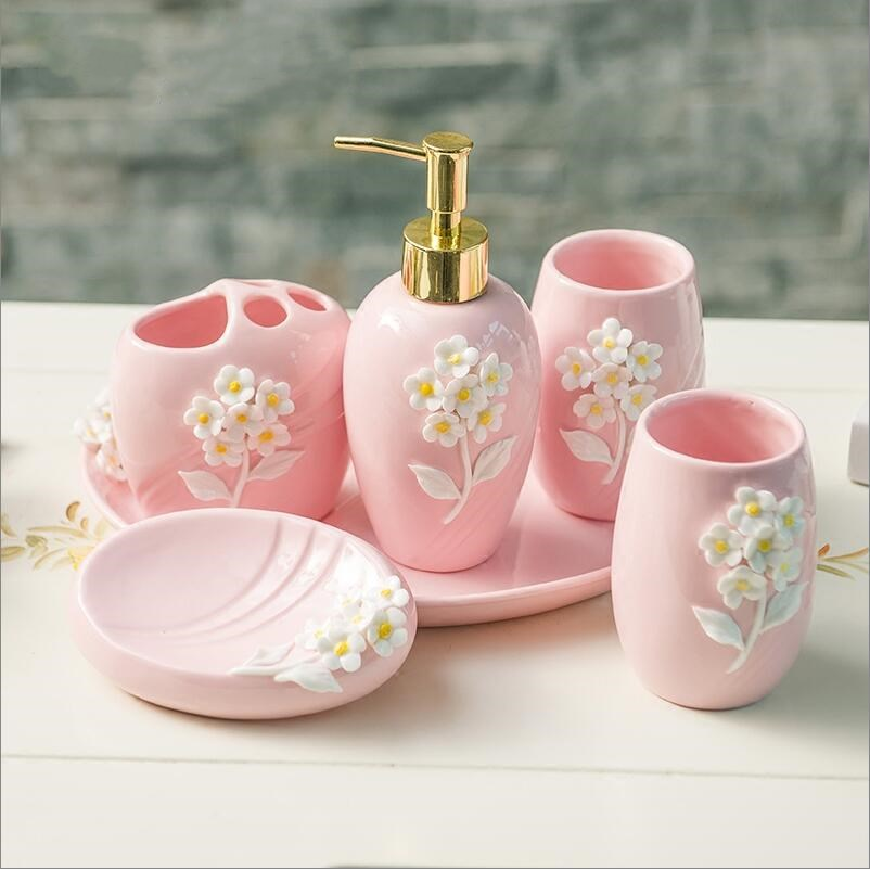 Fashion Bathroom Accessories Ceramic Bath Set Lotion Bottle Toothbrush Holder Soapbox Trays Bathroom Accessories Housewares