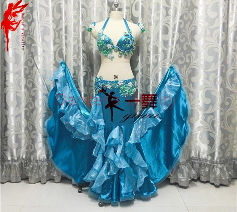 a26d572a5a634 Donne Prestazioni vestiti di danza del ventre India fiori bra top e lunghi  gonna 2 pz danza set le ragazze di abbigliamento per la danza B C coppa  danza SML ...