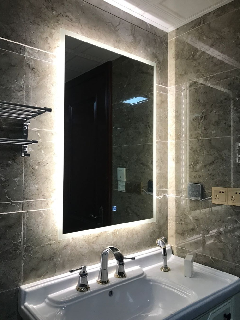 DIYHD Box Diffusers Led Backlit Bathroom Mirror Vanity Square Wall Mount Bathroom Finger Touch Light Mirror 1