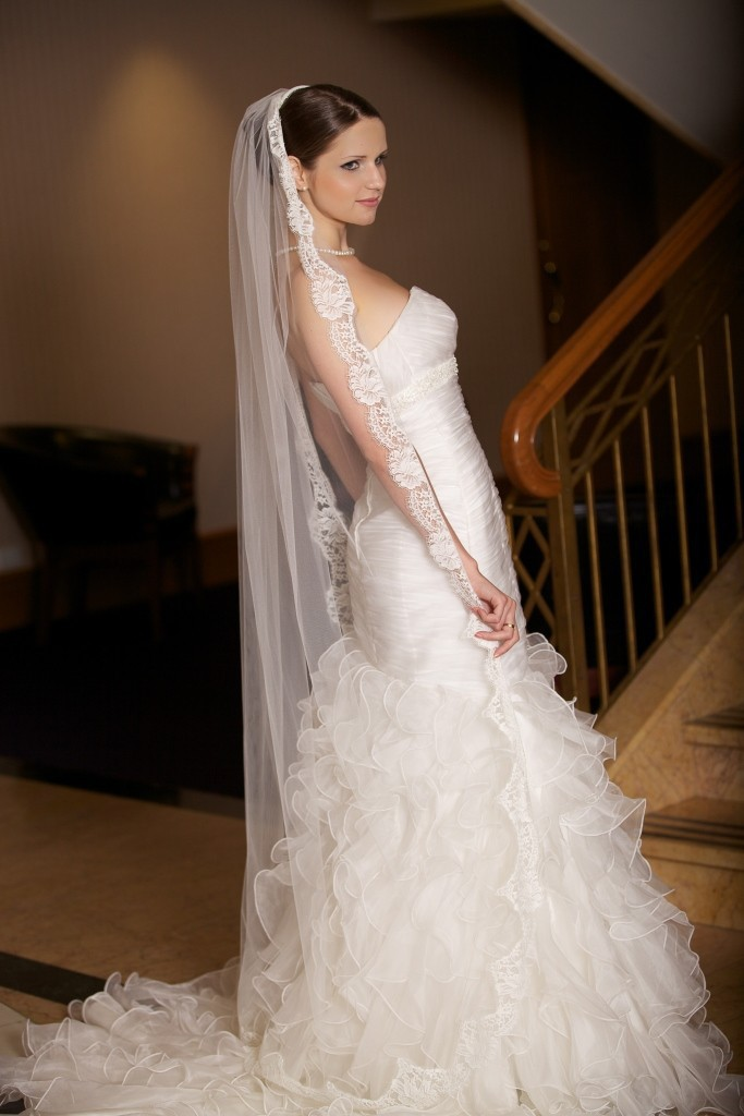 vintage de encaje velos de novia una capa de nivel blanco elegante