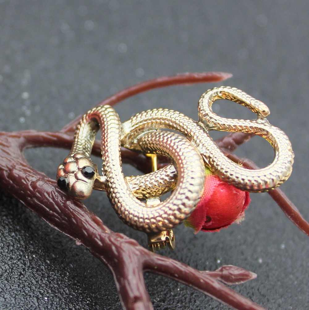 งูเข็มกลัดโลหะ Cobra PIN อุปกรณ์เสริมสำหรับผู้หญิงเคลือบ PIN ของขวัญ GOLD Enamel เข็มกลัด Lapel Pin เข็มกลัดสัตว์ Karl เครื่องประดับ