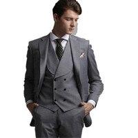 Especial Diseño de trajes Para Hombre Gris 2017 nuevo Chaleco del Mantón de la Solapa Del Novio hombres traje Esmoquin 3 Unidades a Medida de color gris Trajes de Boda para hombres 2017
