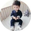 New Born Baby Boy Roupas de Algodão calças de Brim De Algodão Azul Escuro Turn-down Collar Roupas de Bebê Manga Longa Carta Bebê menino Romper