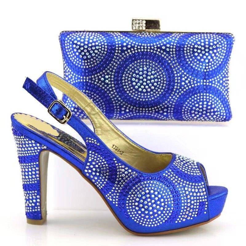 Mode Blue À 2 Match La Ensemble Bleu royal Nouveau fuchsia Main Avec Chaussures Sky Pour Pompes Femmes Sac Et V1719 Africains Set Strass Blue Robe Royal gold green d7wRORpqf