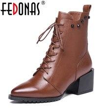Fedonasブランドの女性の本革アンクルブーツハイヒールリベットナイトクラブのパーティーの靴女性のレースアップショート女性のブーツ