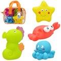 4 pcs Brinquedo Do Bebê Tamanho Grande Banho de Água De Pulverização de Plástico Macio Clássico Crianças Rattle Precoce Educacional animais Marinhos/Transporte brinquedos