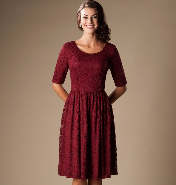 Burgundy Vintage Lace Short Modest Bridesmaid Dresses With