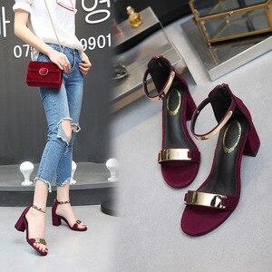 Image 4 - Sandálias femininas 2019 verão quadrado saltos grossos vermelho preto fivela tornozelo cinta salto alto bloco aberto dedo do pé sandálias de festa mulher bomba