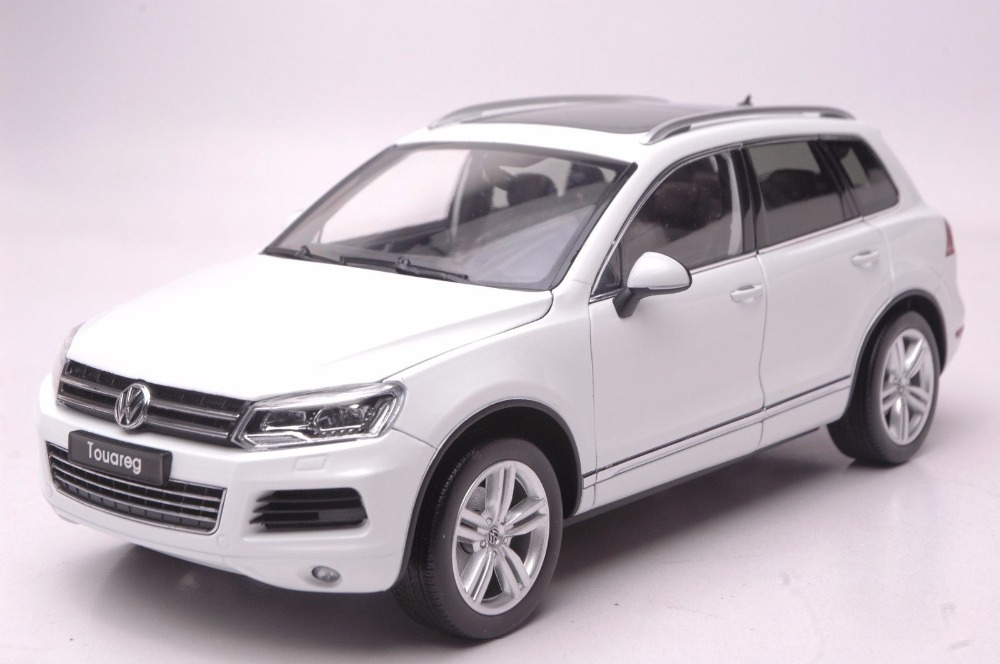 1:18 Diecast Model for Volkswagen VW Touareg TSI 2010 White SUV Alloy Toy Car Collection Gifts автомобиль bburago 1 18 gold volkswagen touareg 18 12002