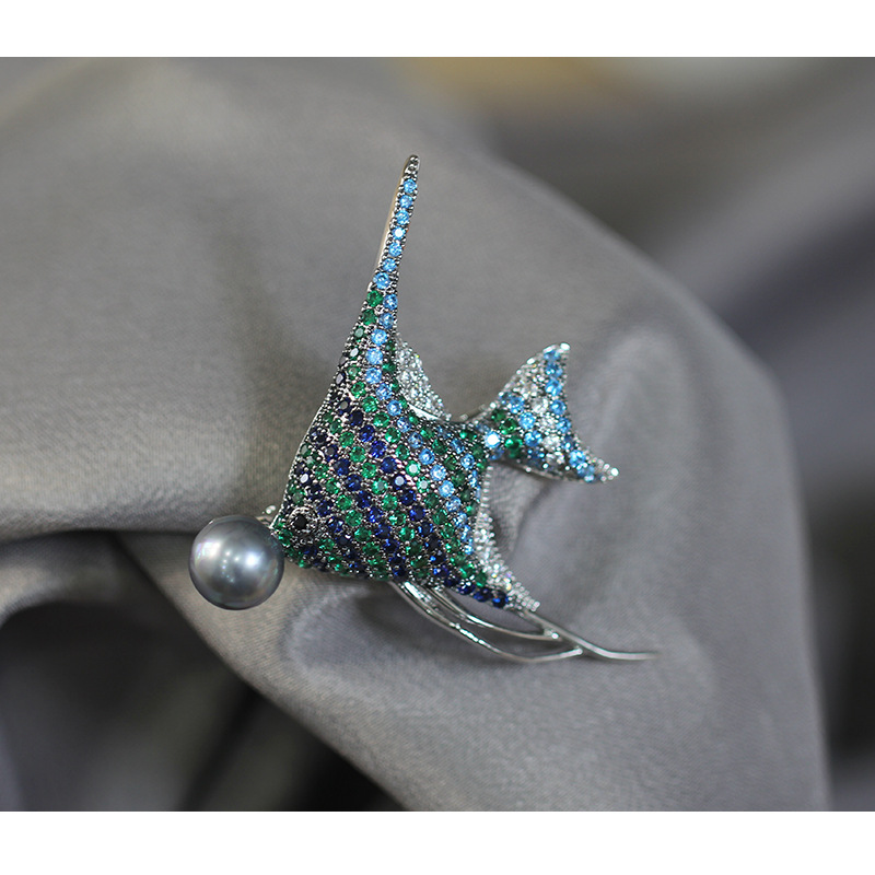 Personality inlaid zircon blue and green tropical fish brooch exaggerated brooch pin female models for wemon sketches in lavender blue and green