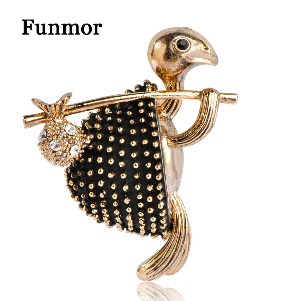 Vintage Tortoise Brooches Antique Gold Color Turtle With Bag Shape Collar  Clip Hijab Pins Animal Brooch Suit Corsage Badge Joias-in Brooches from  Jewelry ... 3d9cb9278ce6