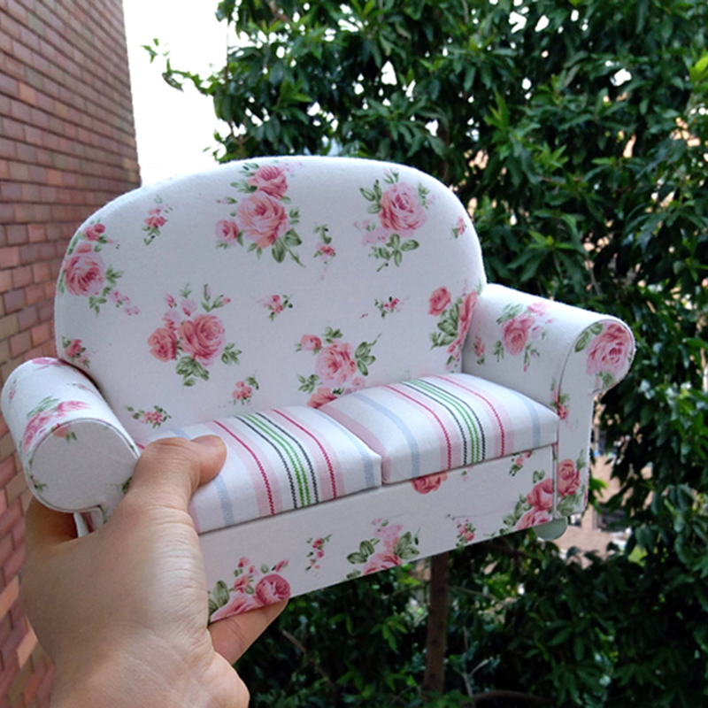 1/6 dollhouse Furniture toy for dolls Miniature Sofa white kawaii Mini doll accessories pretend play toys children girls gifts little cute flocking doll toys kawaii mini cats decoration toys for girls little exquisite dolls best christmas gifts for girls