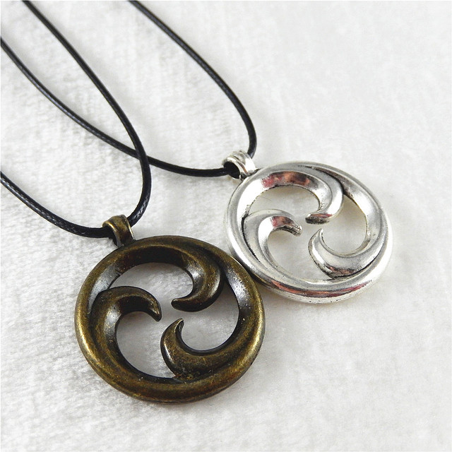 2pcs vintage silver color bronze round inside rotate pendant charms 2pcs vintage silver color bronze round inside rotate pendant charms fashion leather rope necklace accessory handcraft aloadofball Image collections