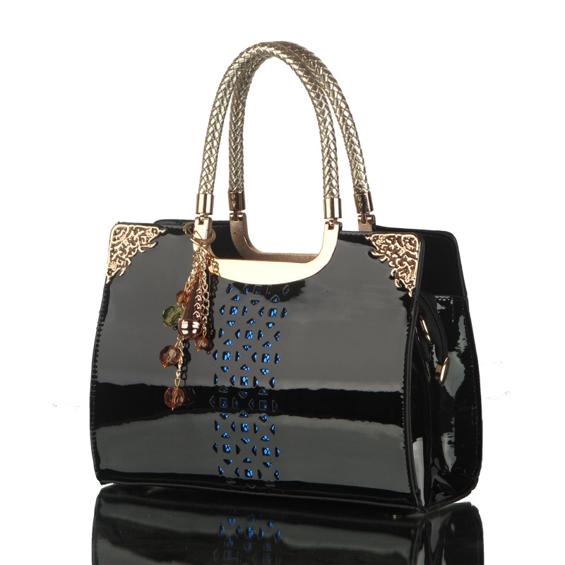 2017 Luxury Brand Women Patent Leather Women Handbag Sac A Main Female Hollow Out Exquisite Ladies Hand Bags Black Shoulder Bags