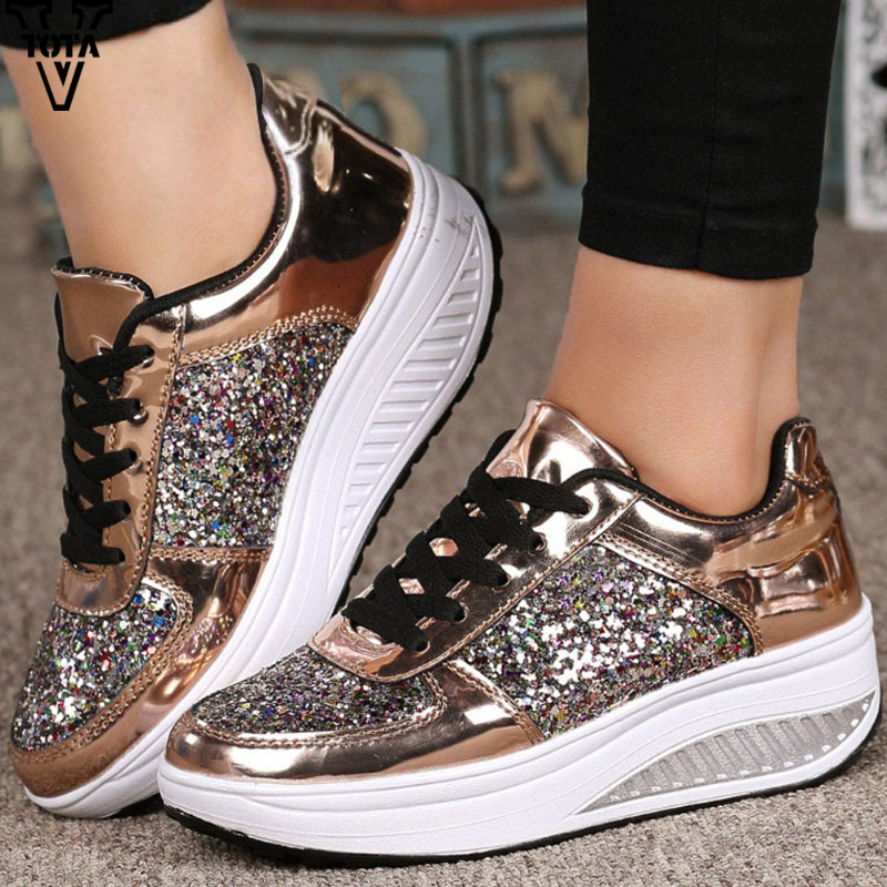 VTOTA 2018 Sneakers Shoes Women Leather Star Sequins Women Casual Trainers Mixed Color Golden Slip On Middle Heel Zapatos Mujer