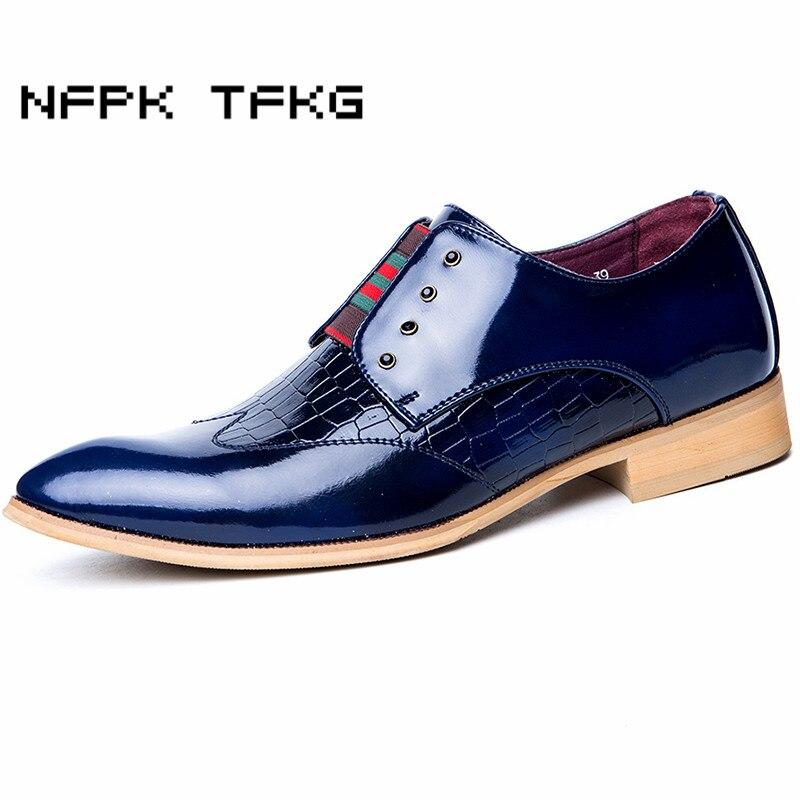 Pria mewah kasual sepatu pernikahan klub malam gaun paten kulit asli kaki  menunjuk sepatu brogue flats 3a10e463d1