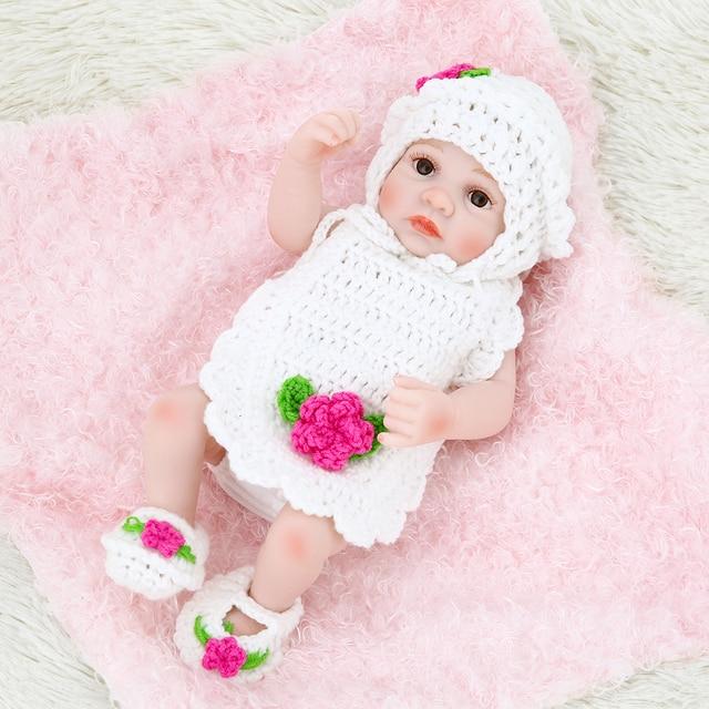 a2cfefd15b48a Silicone Reborn Bébé Poupée Fille Bébé Jouets Pour le Bain Complet Du Corps  Yeux Ouvert Baby