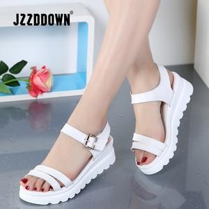 Image 2 - Echt Leer Vrouwen Platform Strand sandalen schoenen dames Flats Sneakers Sliver Wit Flip Flop schoen zomer Mid Hak schoeisel