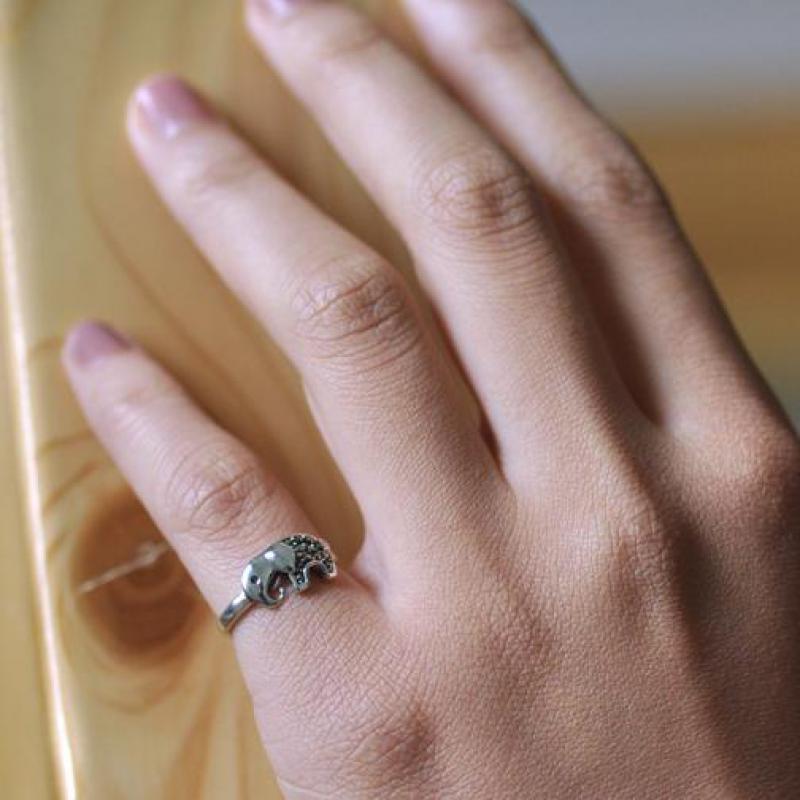 Femenine Sterling Silver Elephant Ring