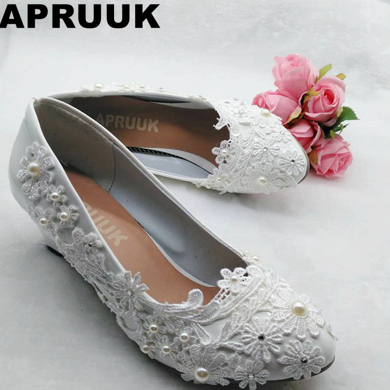 цена на Wedding shoes bride white lace ivory pearls bridal shoes wedges heel med heeled fashion lady wedding shoes