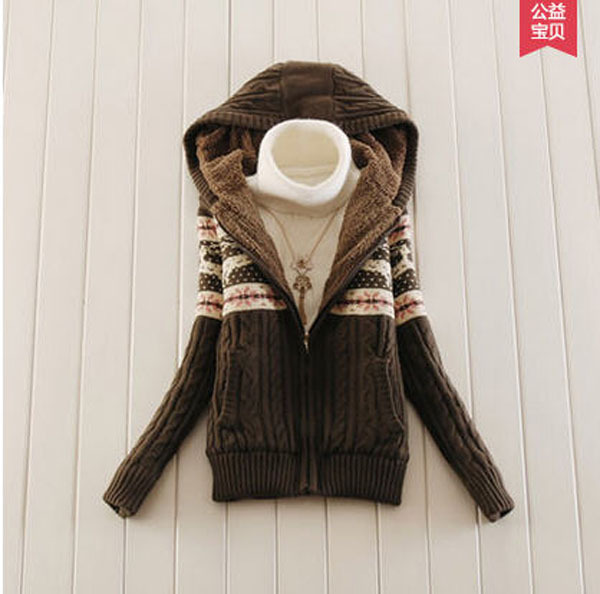 Вязаный женский пуловер с капюшоном доставка