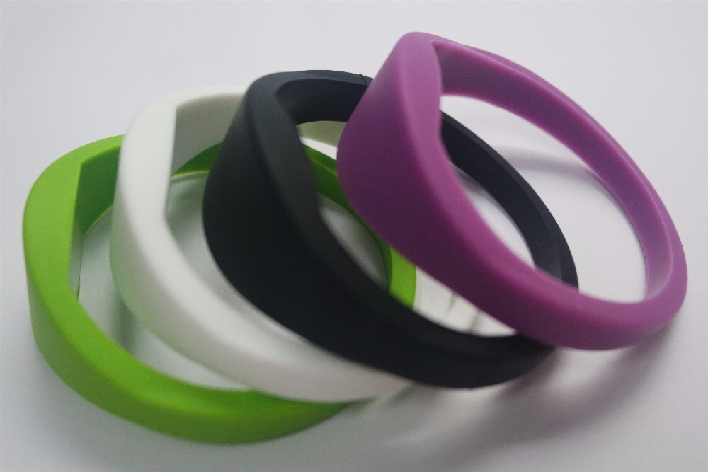 FGHGF 65mm waterproof passive 125khz rfid silicone wristband bracelet with TK4100 chip for access control system
