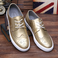 2017 New Bullock carved men's shoes students handsome casual shoes gold silver breathable men's leather shoes man free shipping