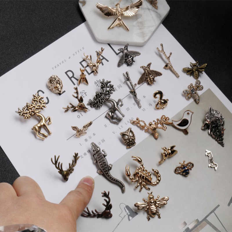 Multiple Styles Cute Animal Insect Series Enamel Brooch Collar Needle Men and Eomen Shirt Collar Clip Pin Clothing Decoration