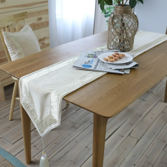 Luxury Table Runners For Wedding 100% Polyester Solid Printed Modern Table  Runner For Home Beige