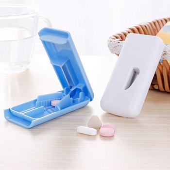 1 sztuk medycyna uchwyt na pigułki Tablet Cutter Splitter Pill Case Mini przydatne przenośny pojemnik do przechowywania pigułka tabletka pigułka Cutter Divider tanie i dobre opinie Jiauting Przypadki i rozgałęźniki pigułka Plastic Pill Cutter Box