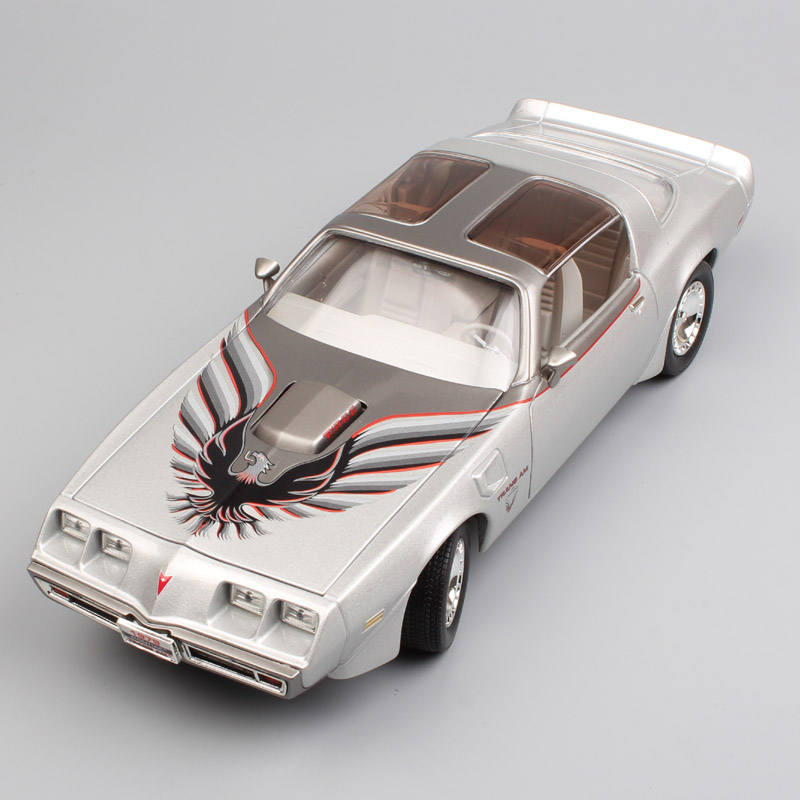1:18 Scale Yat Ming Classic GM Pontiac 1979 Firebird Trans-Am Turbo diecast metal sport Muscle Coupe car model toy for baby boys maisto bburago 1 18 fiat 500l retro classic car diecast model car toy new in box free shipping 12035
