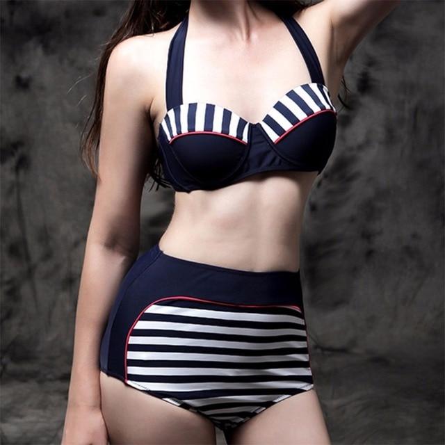 Chiaro Stock Costumi Da Bagno della Fasciatura del Bikini Hottie ...