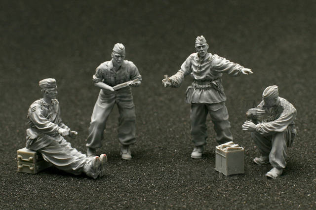 1/35 WWII Germany Luftwaffe 2cm Flak Crew (4 FIGURES WITH ACCESS)