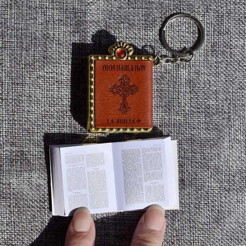 New Mini Bible Keychain Spanish Font Holy Bible Book Religious Christian  Jesus Key Chain Prayer God d6bdcac18a5b