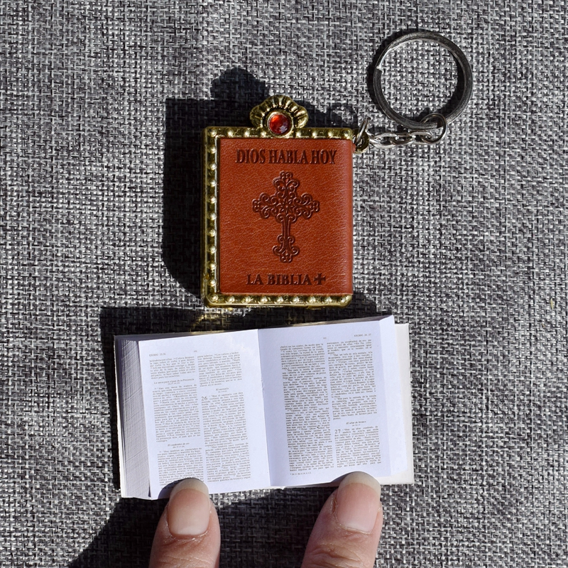 New Mini Bible Keychain Spanish Font Holy Bible Book Religious Christian Jesus Key Chain Prayer God Bless Gift Wholesale муфты ганзена
