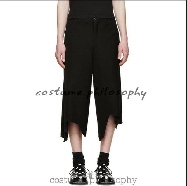 2017 Nuevos Hombres del agujero pantimedias costura irregular de la manera  culottes pantalones de pierna ancha 1e9cf234899